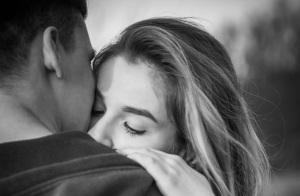 我想要的是拥抱,而你却跟我讲道理